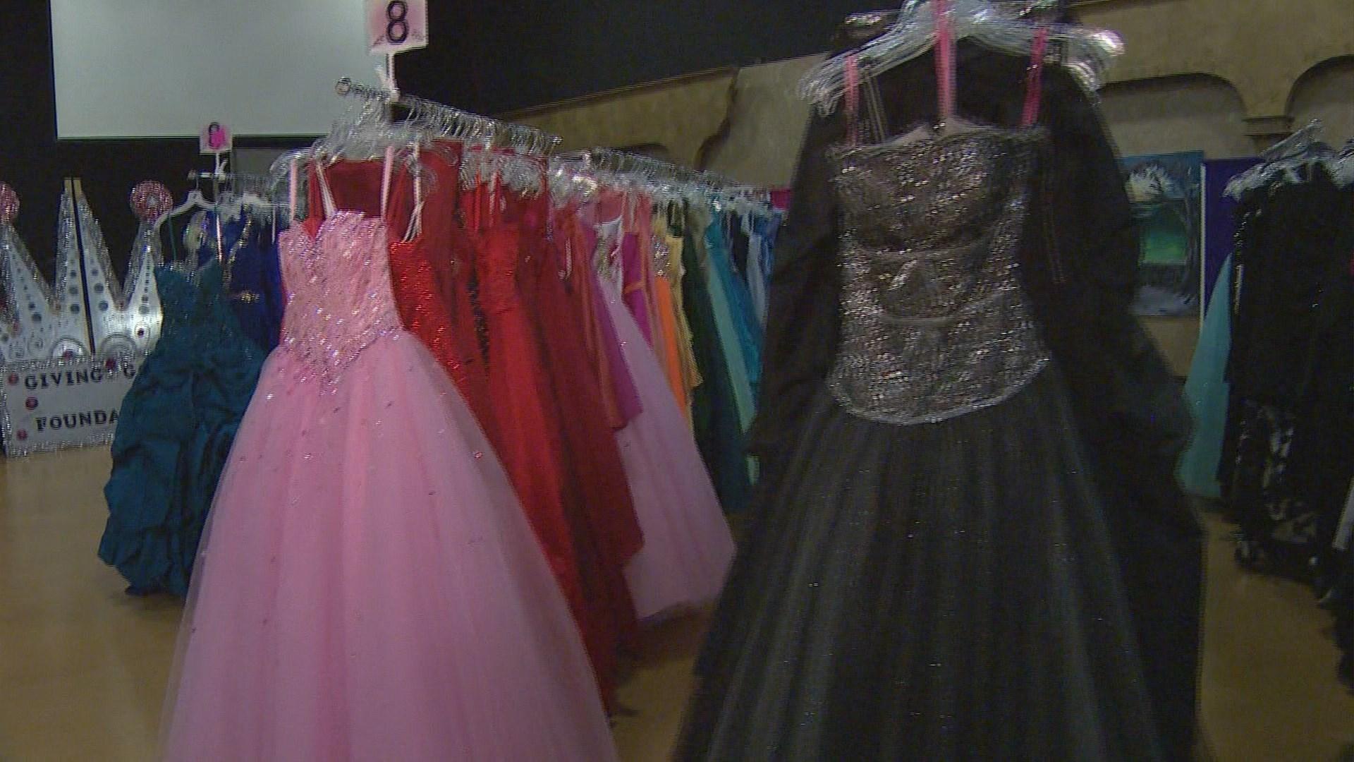 Donation program gives girls dream prom dresses for free ...