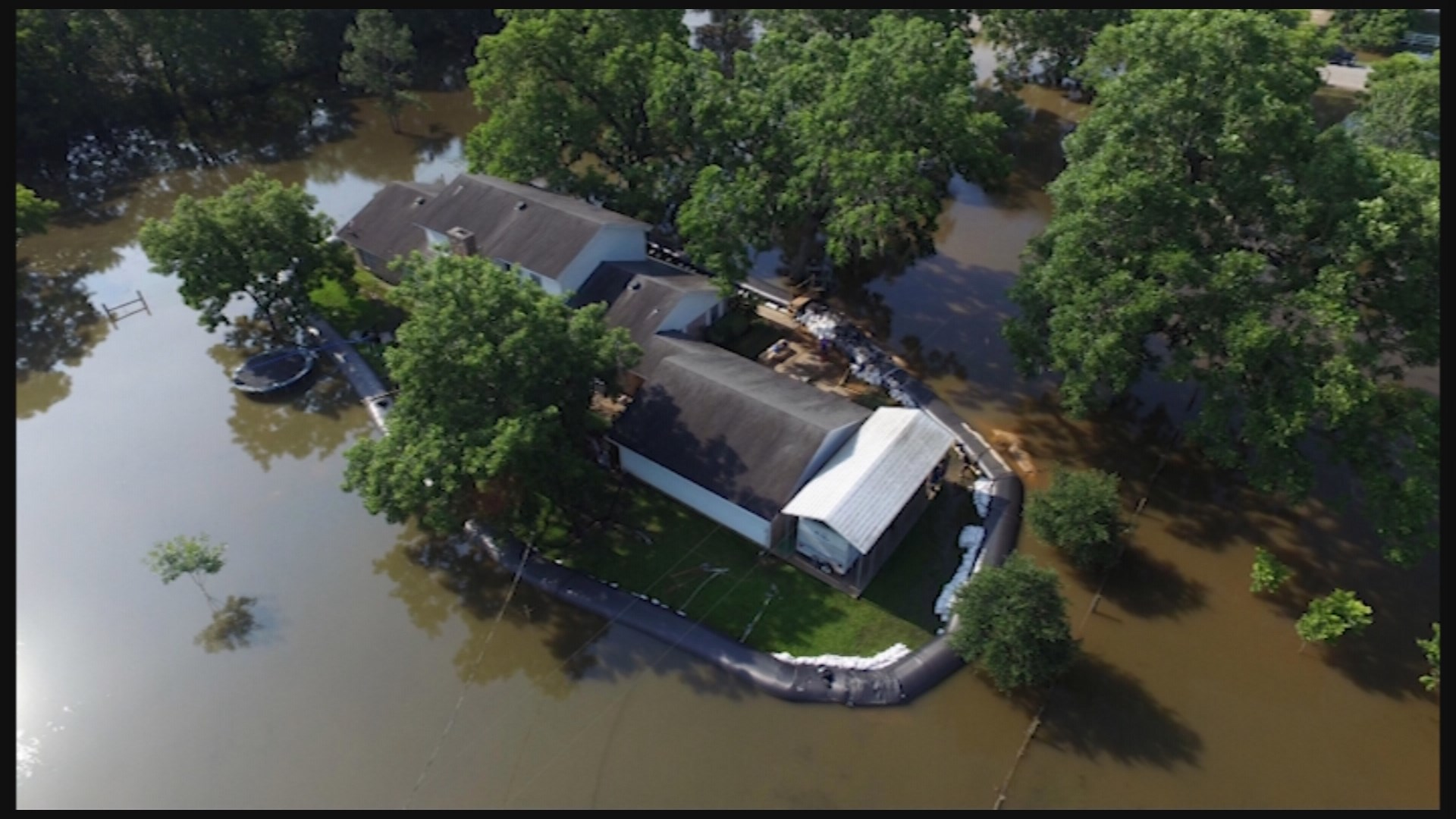 11alive Com Homeowner Uses Inflatable To Protect Home