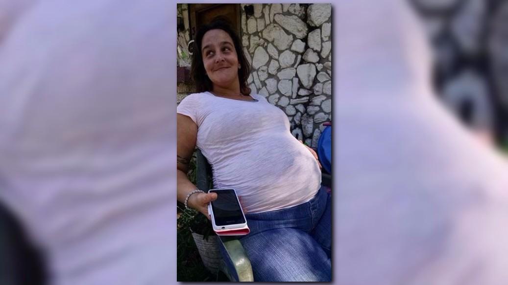 8 months pregnant becky - 3 6