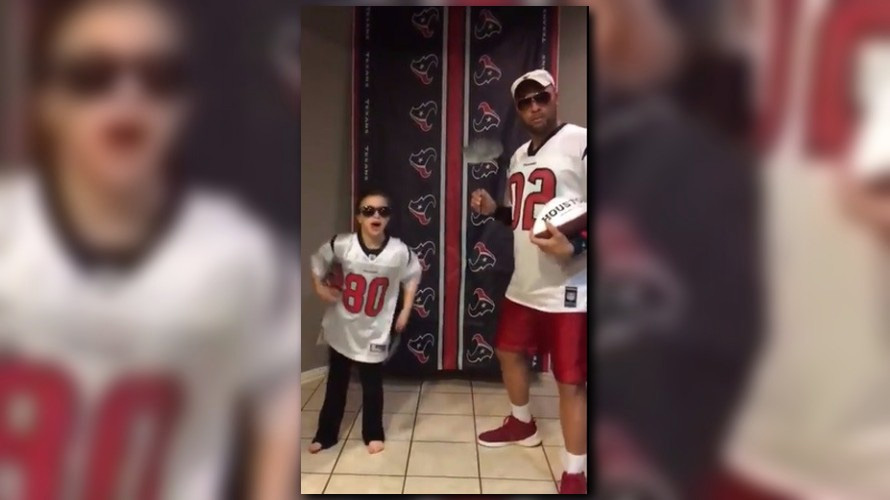 Dad, daughter duo send musical message to Tony Romo