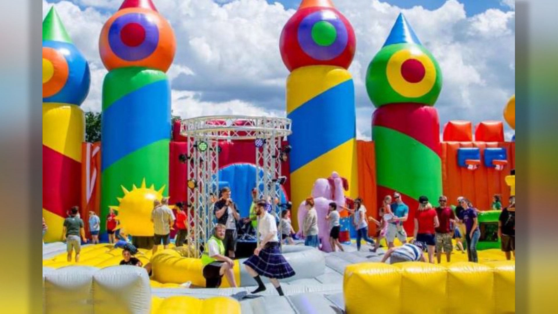 worlds biggest bounce house coming to houston in october khoucom - Biggest House In The World 2017