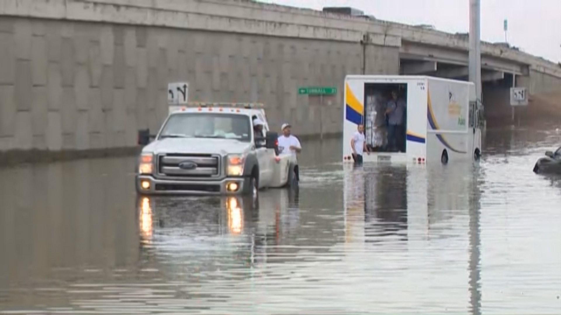Drivers, residents stranded by flooding in north Houston ...