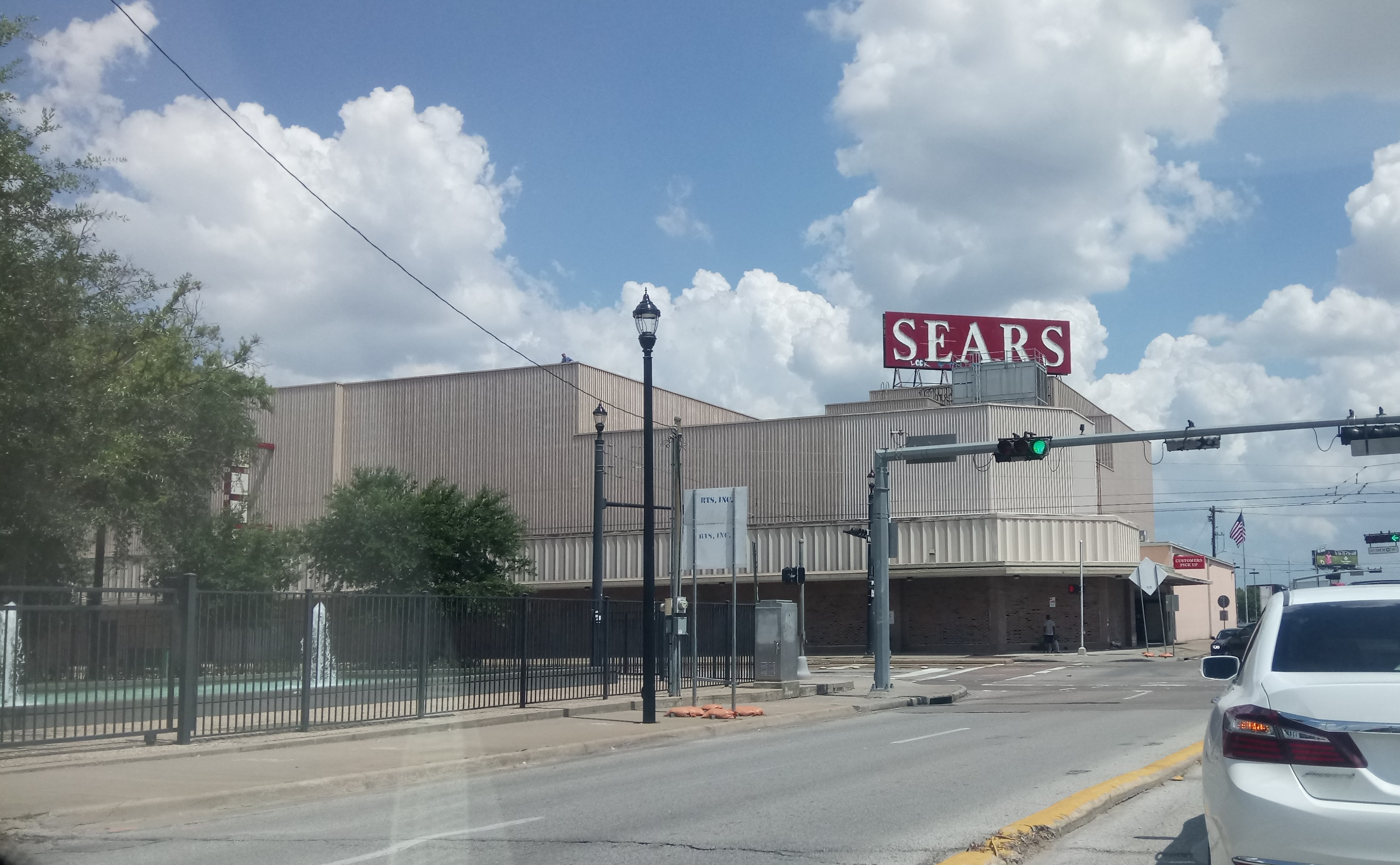 Landmark Midtown Sears location to close in 2018 | khou.com